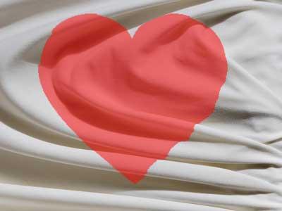Weißes Bettlaken mit rotem Herz