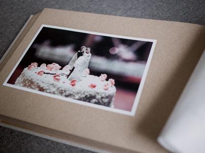 Fotoalbum mit Bild der Hochzeitstorte